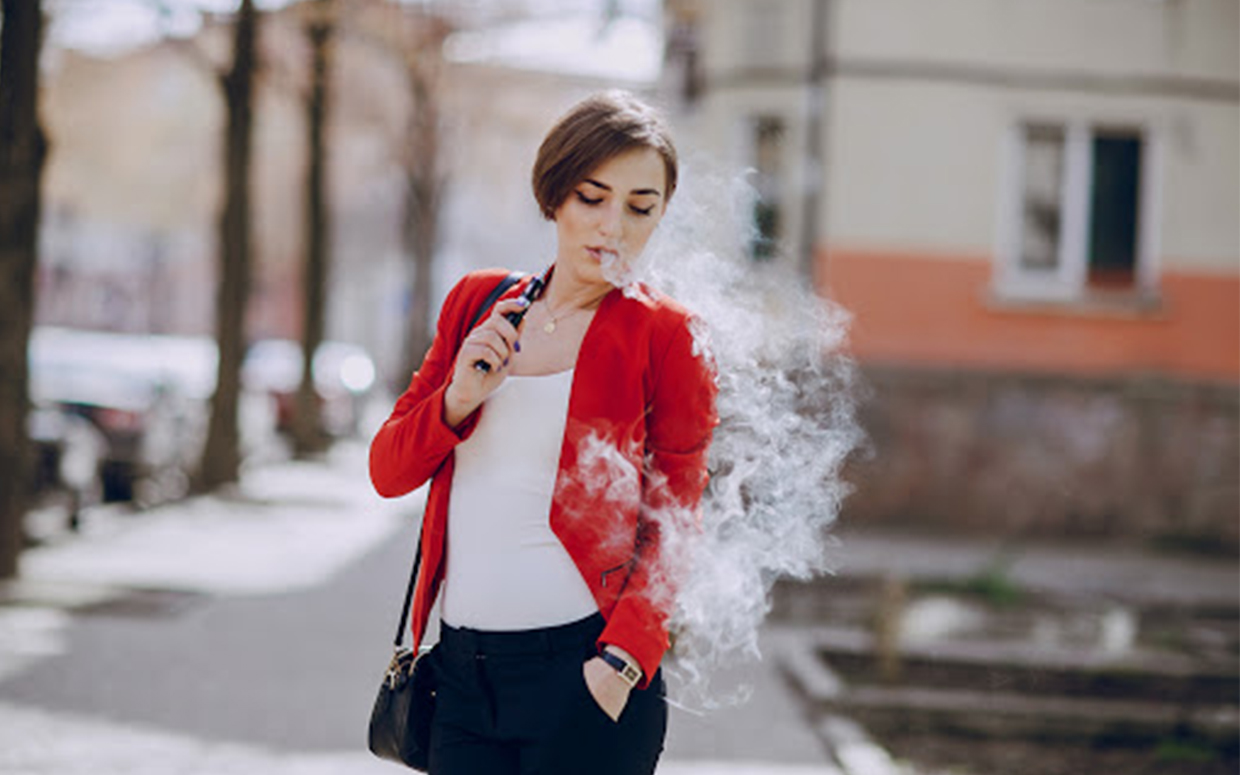 woman-vaping
